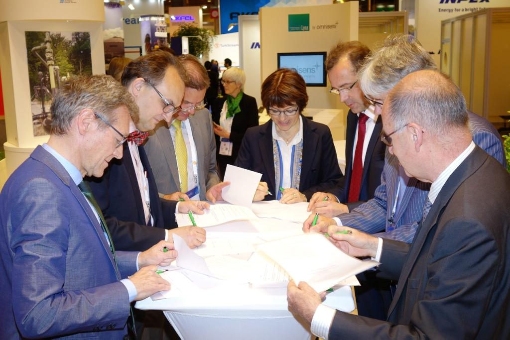 Les représentants du secteur gazier signent une convention de coopération en matière de recherche à l'échelle européenne à l'occasion du Congrès du gaz à Paris.