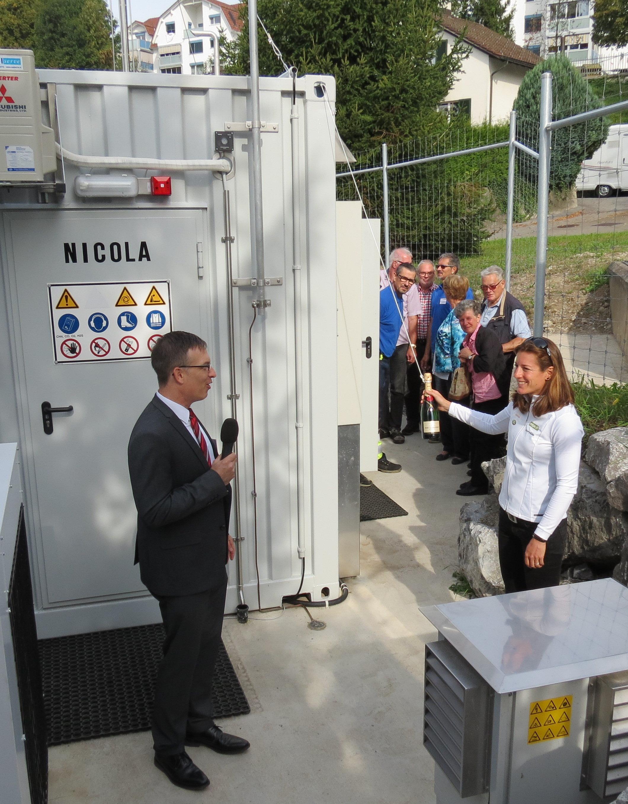 Nicola Spirig tauft die neue Biogasanlage der Stadtwerke.